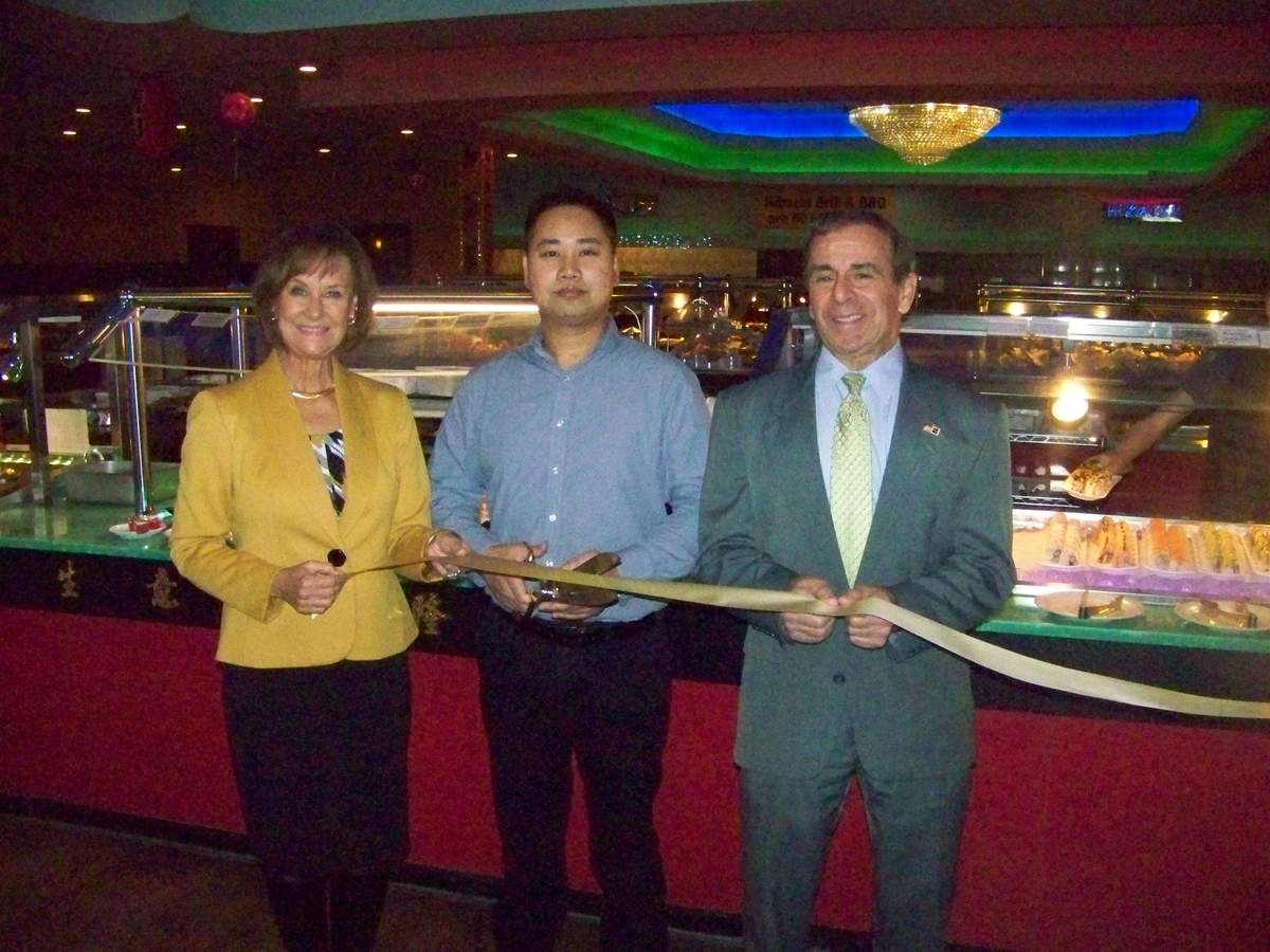Han Tang Seafood & Grill Buffet owner Perry Dong (center) recently held a ribbon cutting grand opening ceremony accompanied by Quinnipiac Chamber of Commerce Executive Director Dee Prior-Nesti and First Selectman Mike Freda. Photo courtesy of Dee Prior-Nesti
