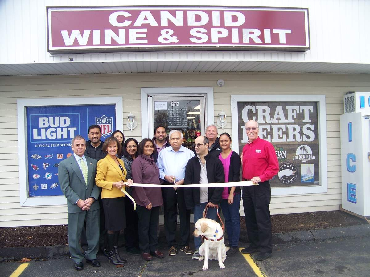 Candid Cleaners recently celebrated with a ribbon cutting with First Selectman Mike Freda and the Quinnipiac Chamber of Commerce. Photo courtesy of Dee Prior-Nesti