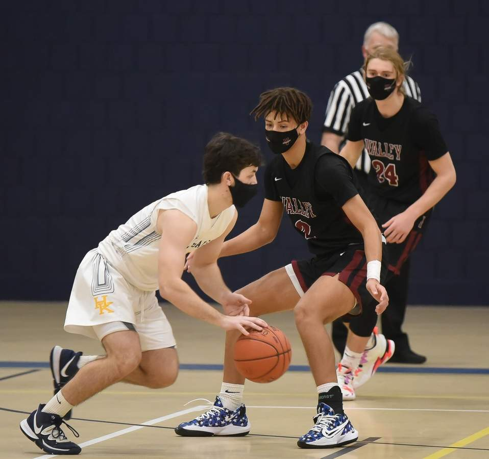 Haddam-Killingworth lost 56-60 in OT to Valley Regional at home, Patsy Kamercia Field House. Alec Erskine (4) Photo by Kelley Fryer/The Source