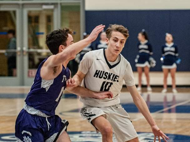 Senior Zach Johnson (pictured in a game from last year) scored 29 points to lift Morgan to a 69-54 win versus Haddam-Killingworth last week. Later in the week, Johnson and the Huskies defeated Old Saybrook to improve to 6-0 this winter.  File photo by Susan Lambert/Harbor News
