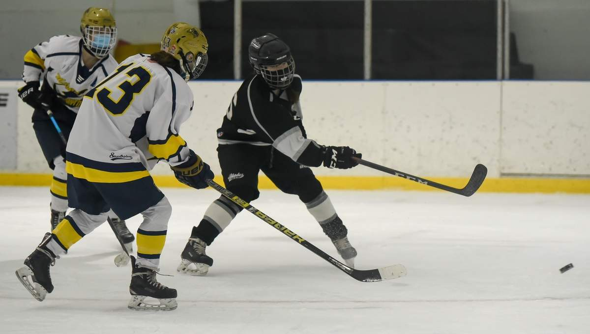 Amity-North Haven-Cheshire Blades Kelsey McCarthy (16) Photo by Kelley Fryer/The Courier