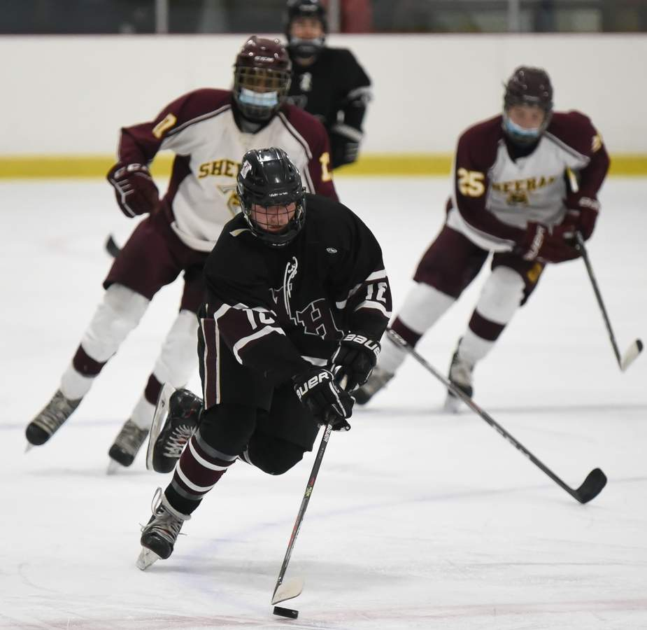 North Haven boys hockey beat Sheehan 3-2 at the Northford Ice Pavillion. Nick Tondalo (18) Photo by Kelley Fryer/The Courier